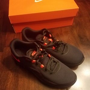 NIKE Air Max Mens size 8.5 NEW in Box